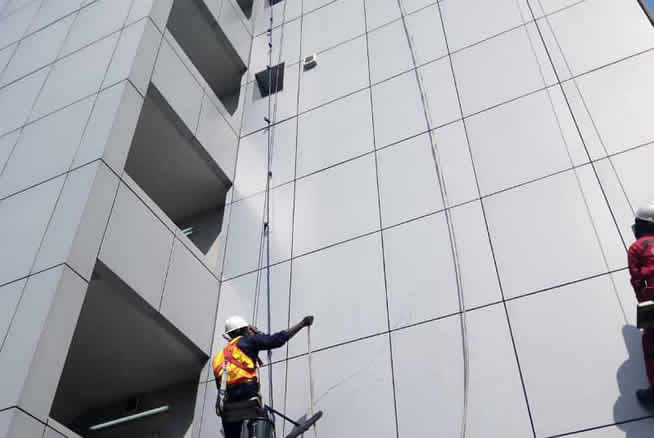 Cheap and affordable high rise window cleaning in Lagos, Nigeria